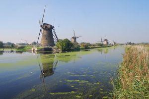 Molens in Kinderdijk. Tussen Over- en Nederwaaard