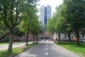 NS hoofdgebouw gezien vanaf Moreelsepark